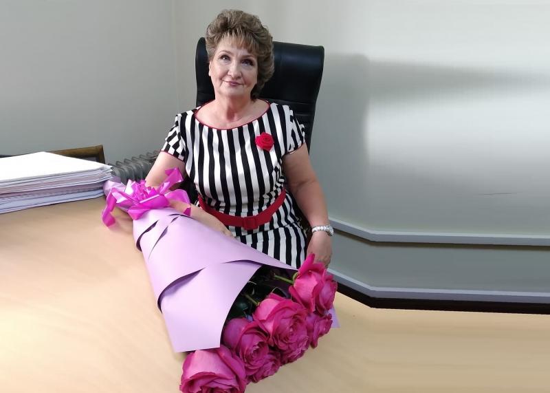 Уважаемая Марина Ивановна, поздравляем Вас с 60-летним юбилеем!!!